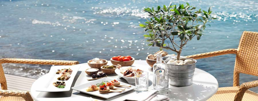 6 Greek dishes to sample on your sailing holidays